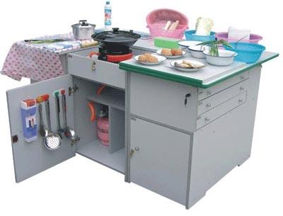 圆灶、煤气瓶、减压阀、皮管、炊具(包括挂钩)、菜板、皮管卡、菜刀、炒锅、铝锅