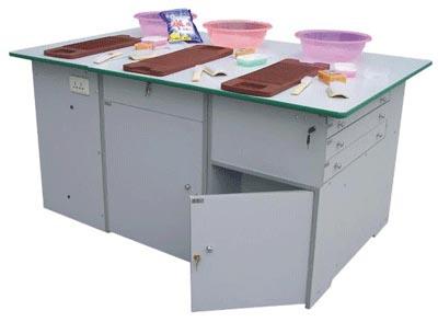 脸盆、搓衣板、皂盒、板刷、鞋刷、洗衣粉